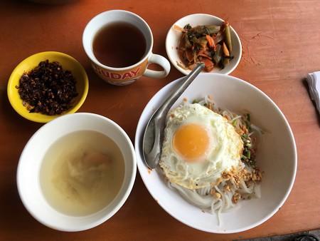 麺と目玉焼き (1)