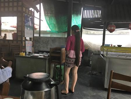 骨付き豚肉餡かけセットのお店 (5)