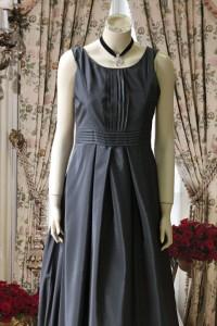 f4c3ba853ae4f 黒タフタ肩ありデザインのステージドレス