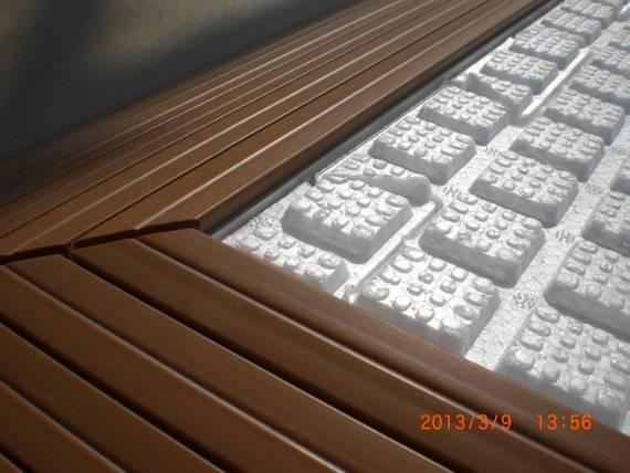 イオンモール名古屋みなと店屋上にリアルな人工芝を施工しました。