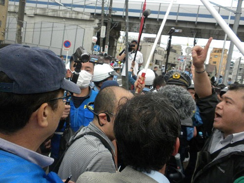 20160605川崎発!日本浄化デモ第三弾!神奈川県警は、不当なデモ妨害や道交法違反の現行犯を一切逮捕しなかったにもかかわらず、我々が帰りの途中にせめて用意していたデモ口上とコール文の読み上げをしただけで、「