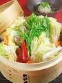 料理メニュー写真豚バラ肉と白菜とキノコのセイロ蒸し、特製おろしポン酢で♪