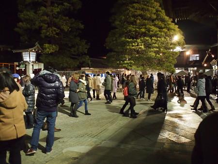 竹駒神社拝殿前の広場