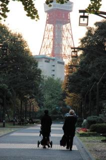 タワーと外人2.JPG