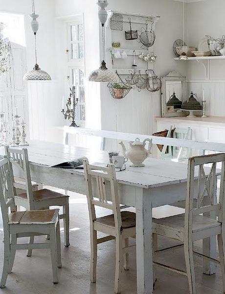 白いダイニングテーブルのインテリアコーディネート