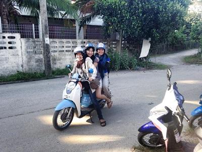 □ バイク3人乗りに挑戦しました...