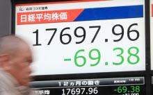 前日比69円下げ、1万7697円で取引を終えた日経平均株価(8日午後、東京都中央区)