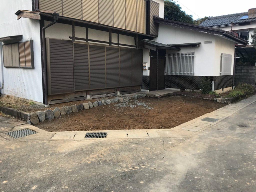 庭がすっかりなくなって、後は、土間コンクリートを打設